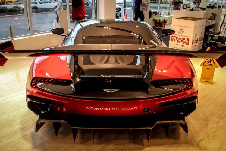 Aston Martin Vulcan (6)