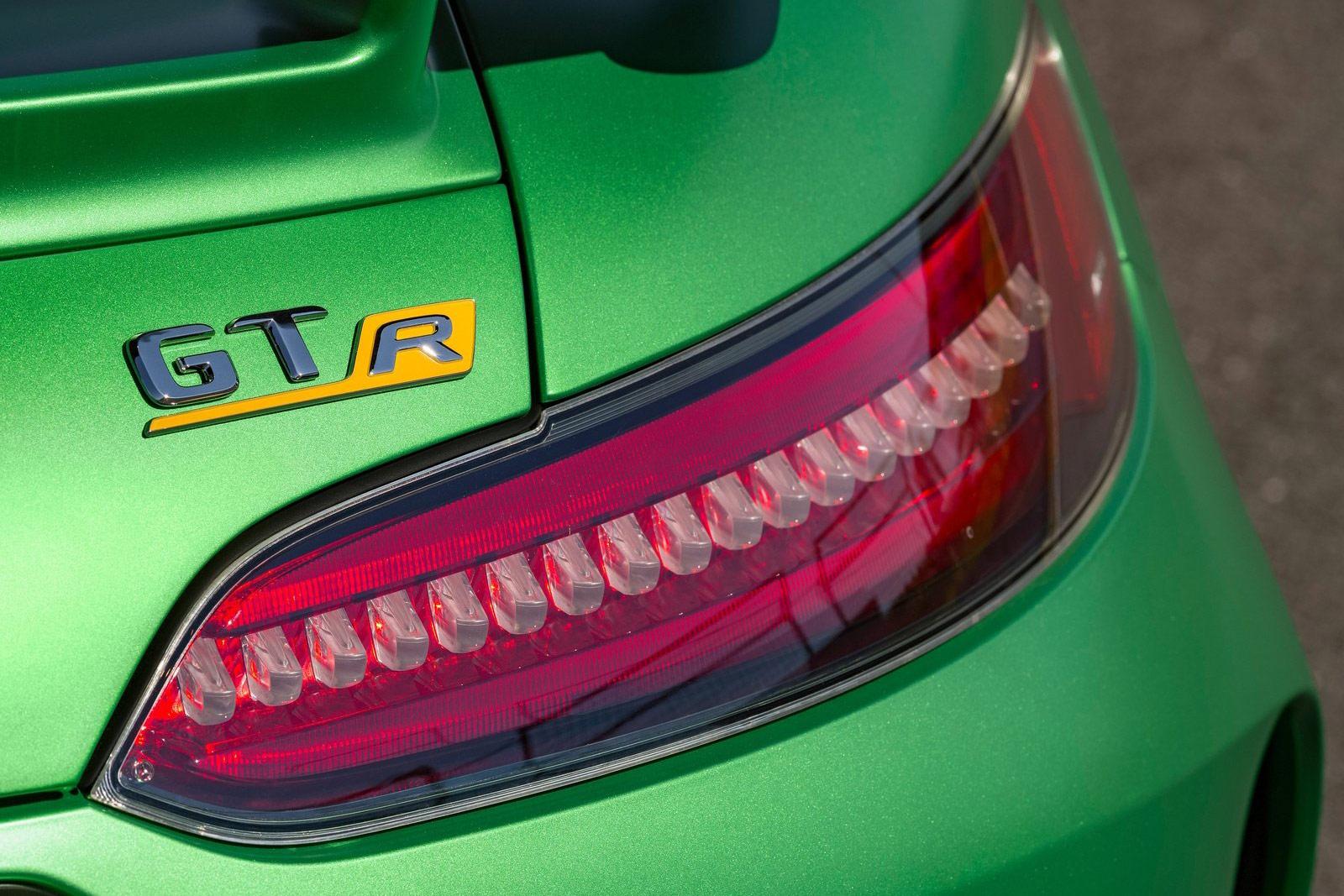 Mercedes-Benz-AMG_GT_R-(18)