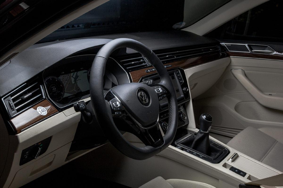 VW Passat Variant 2.0 TDI 4Motion 2016 (12)