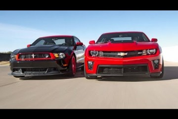 Video: Chevrolet Camaro ZL1 vs. Ford Mustang Boss 302 Laguna Seca