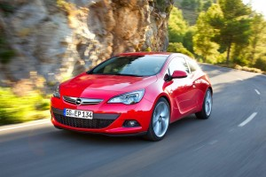 Opel-Astra_GTC_2012