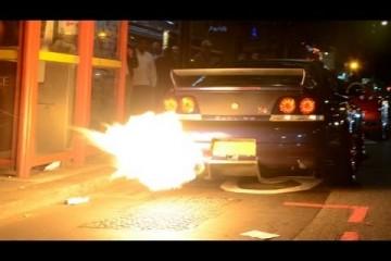 Video: Nissan Skyline als Flammenwerfer in London