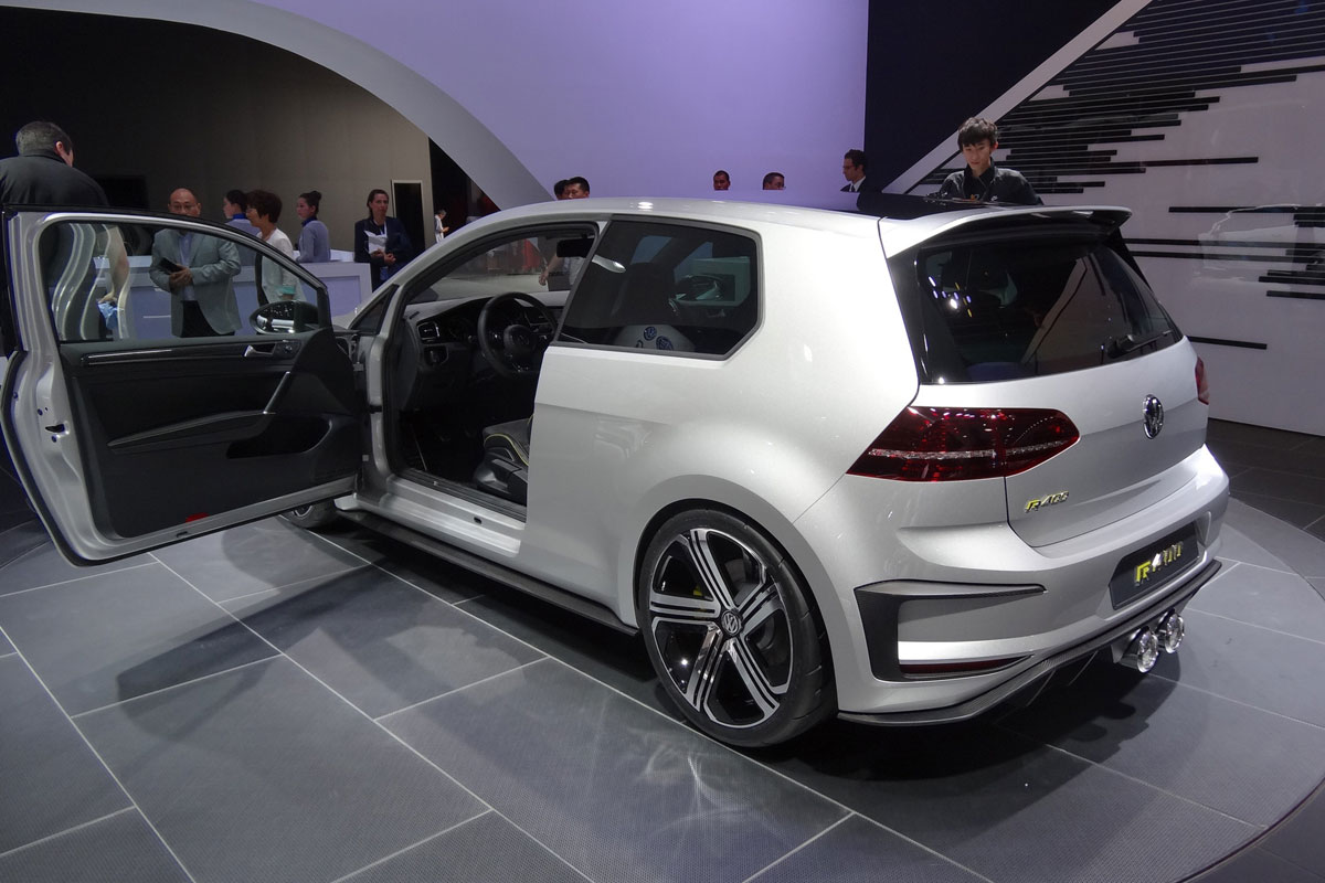 vw golf r400 ber golf mit 400 ps geht in serie. Black Bedroom Furniture Sets. Home Design Ideas