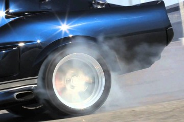 Video: Ford Mustang Shelby GT500 CR Classic Recreations