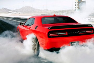 2015-Dodge-Challenger-SRT-8-2