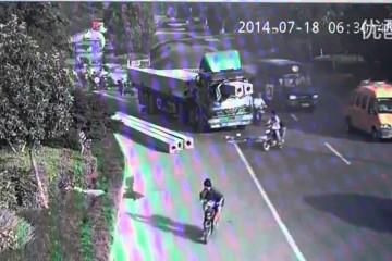 Video: LKW-Fahrer mit viel Glück im Unglück