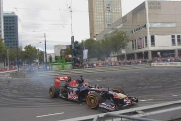 Video: Max Verstappen – Crash beim ersten Auftritt