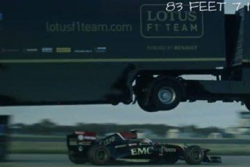 Extrem: Truck springt über Formel 1-Renner