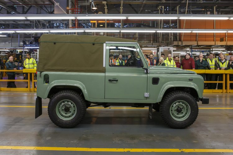 Land-Rover-Defender-(6)