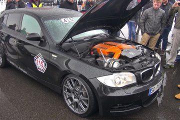 750 PS: BMW 1er mit Bi-Kompressor-V10