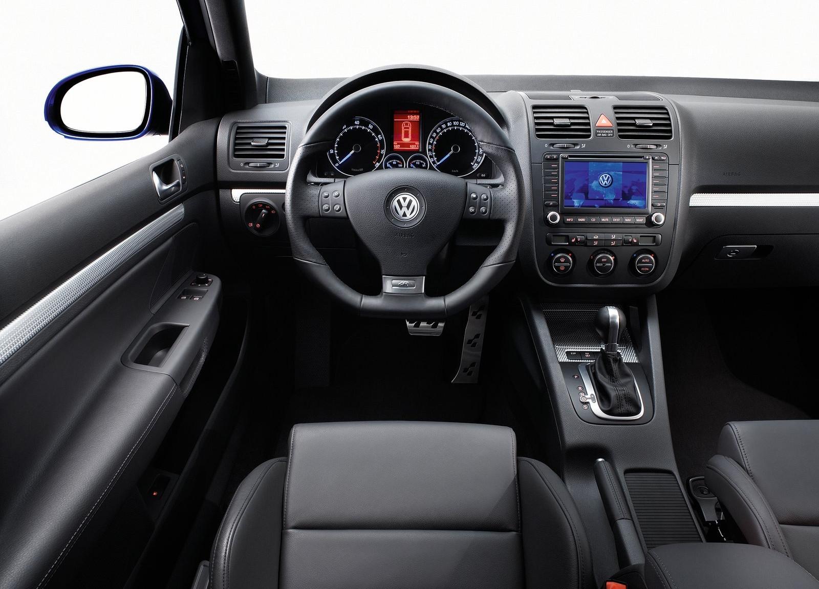 Im gebrauchtwagen check vw golf v r32 for Innenraum designer