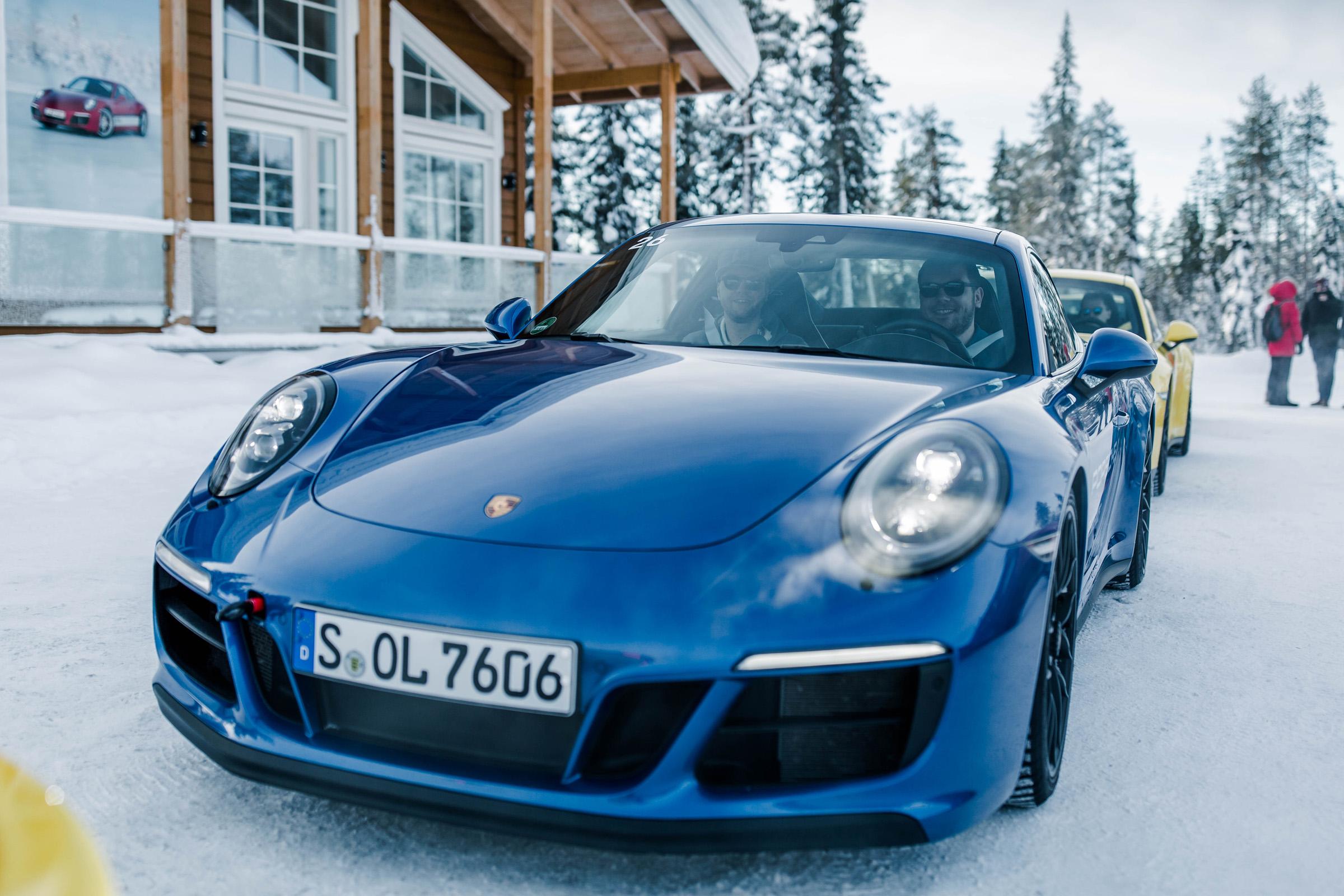 Evocars Team Porsche 911 Carrera 4 GTS