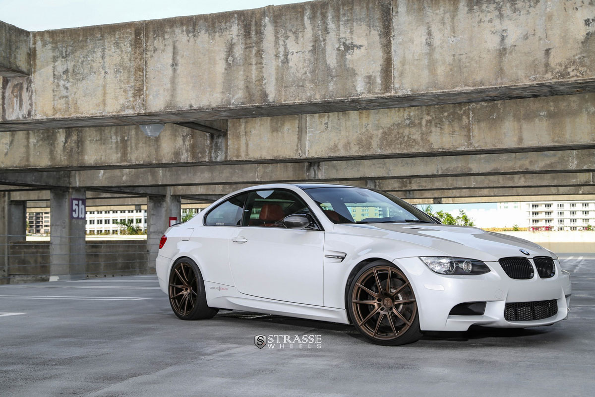 bmw m3 e92 mit felgen von strasse wheels. Black Bedroom Furniture Sets. Home Design Ideas
