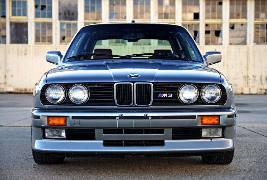 Stilsicher Unterwegs Im 1988 Bmw M3 E30